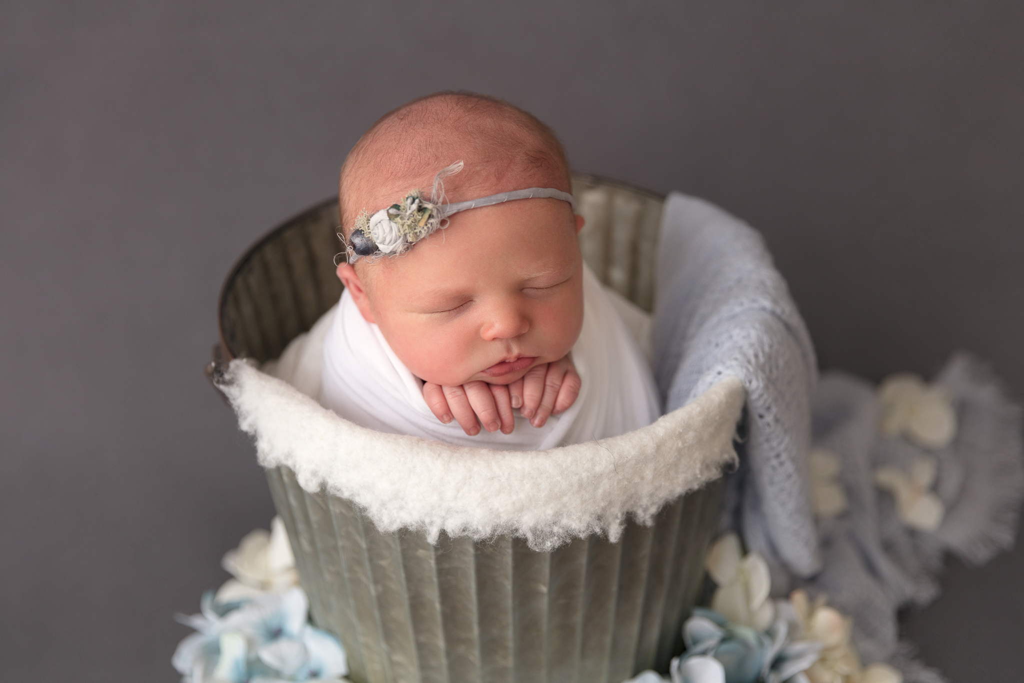 bucket-pose-baby-newborn-adelaide-photo
