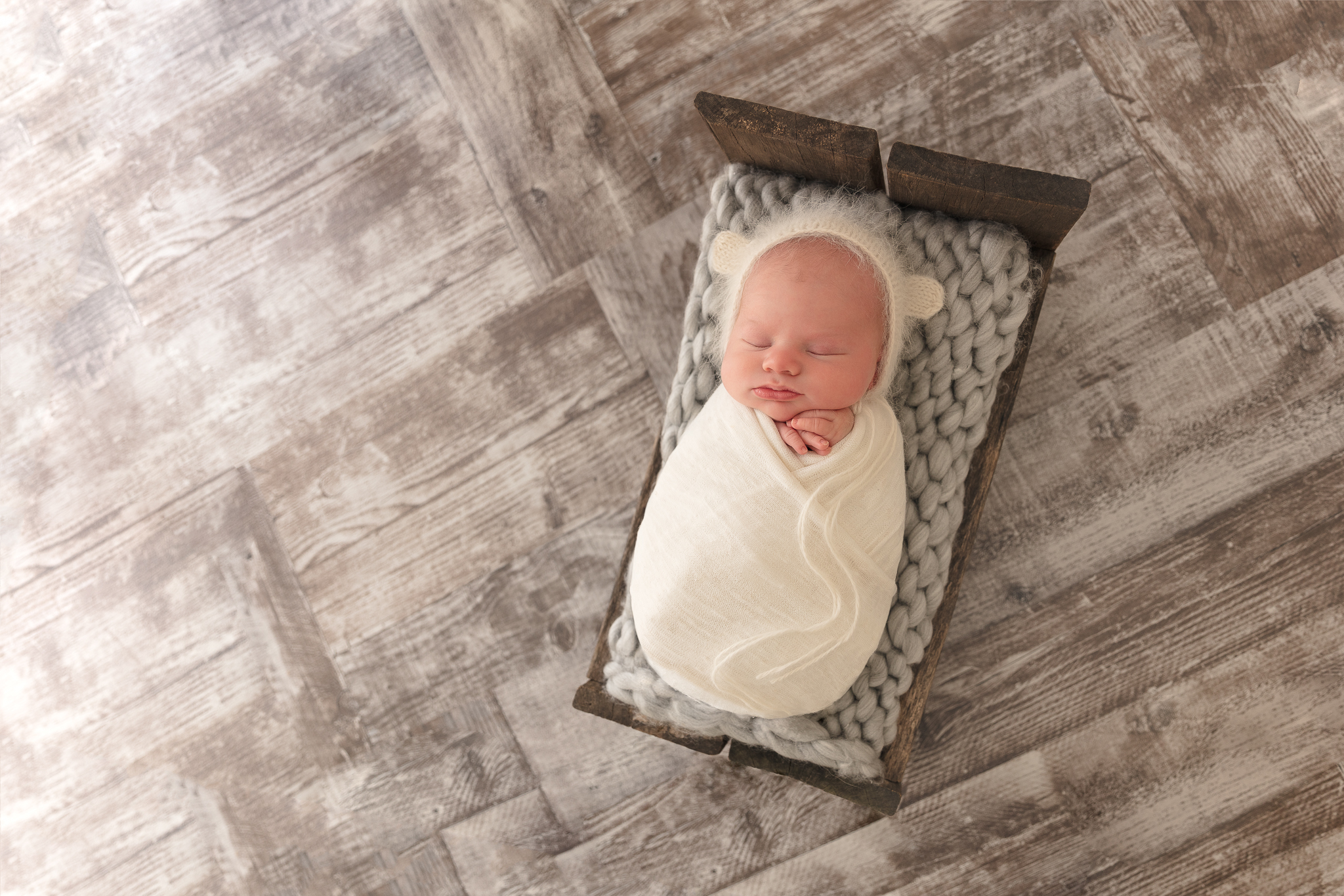 newborn-baby-bed-sleeping-photo