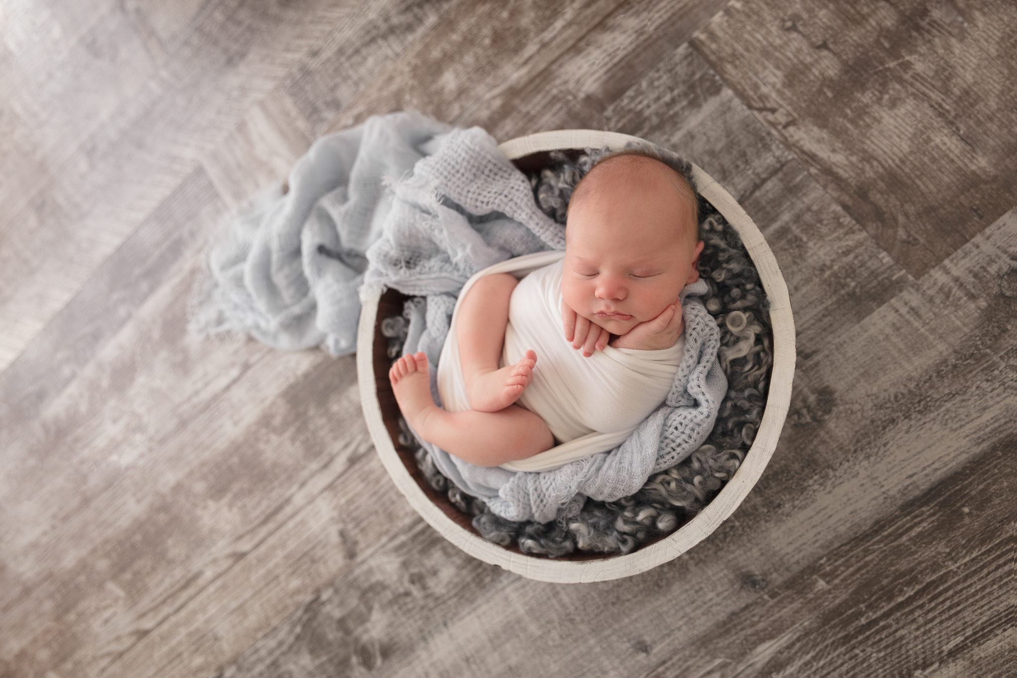 bowl-pose-newborn-photography
